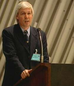 Rüdiger Schramm speaks to the UN-Delegates in Kyoto at the Convention Hall about the orchestra concept.